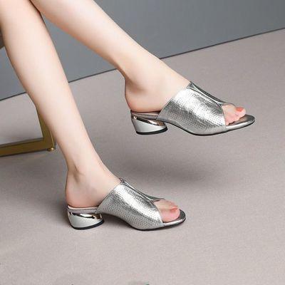 夏季新款2020女低跟凉鞋女软皮粗跟舒适时尚凉拖鞋透气中跟鞋大码