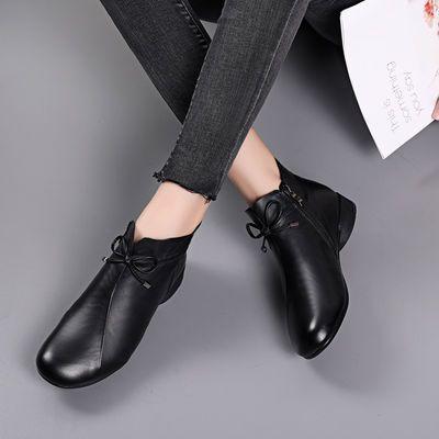 夏季新款时尚中老年真皮洞洞女棉鞋妈妈鞋加绒低跟新款真皮软底靴