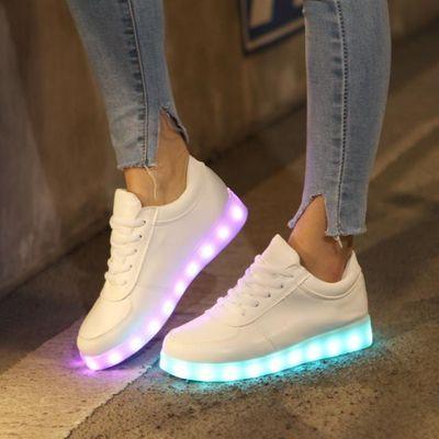 宝宝亮灯鞋儿童发光鞋春夏季新款男童亮透气网面充电带灯运动女童