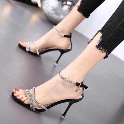 细跟时尚新款水钻一字扣罗马高跟鞋