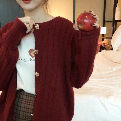韩版宽松显瘦坑条纹针织衫纯色甜美爱心纽扣显白红色短款毛衣开衫