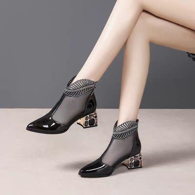 2020春夏新款粗跟尖头漆皮网靴女镂空网纱中跟水钻凉靴包头凉鞋女
