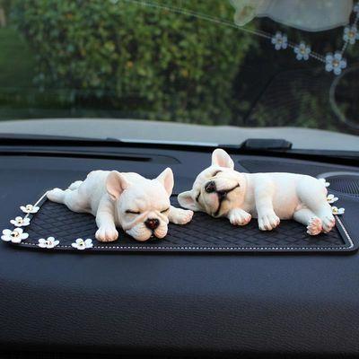 仿真狗汽车摆件可爱斗牛犬幼犬模型创意车载饰品宠物狗车内小动物