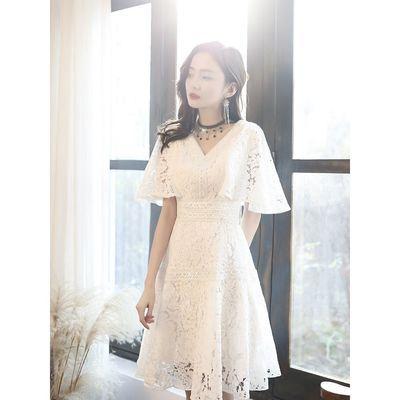 白色v领小晚礼服裙女夏2020新款名媛收腰连衣裙学生蕾丝气质中裙