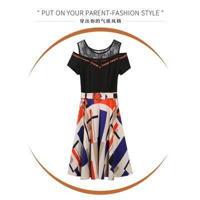 夏天特色连衣裙女2020新款时尚收腰修身露肩设计感假两件花色裙子