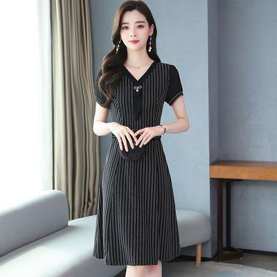 条纹连衣裙女洋气减龄2020新款夏季修身显瘦中长款中年妈妈a字裙