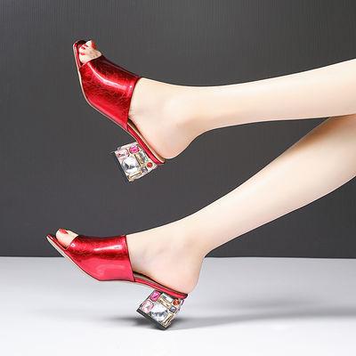 2020春夏季新款中跟凉鞋女时尚外穿露趾民族风水钻粗跟漆皮凉拖鞋