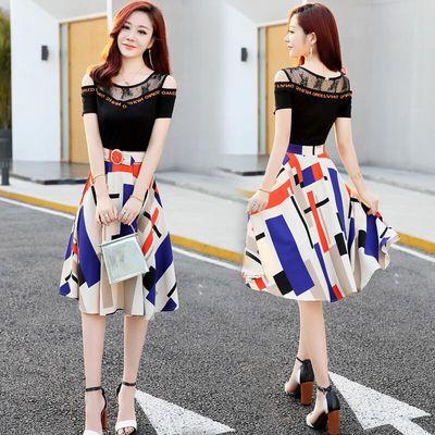 阿依莲朵以女装夏天特色连衣裙女2020新款时尚收腰修身露肩设计感