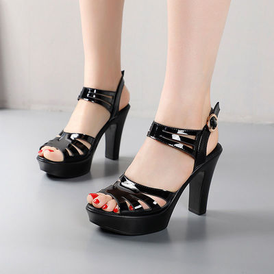 漆皮高跟凉鞋女夏新款厚底防水台鱼嘴凉鞋女镂空时尚粗跟凉鞋大码