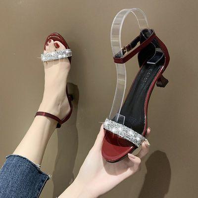 4厘米红色凉鞋女新款夏低细跟一字扣时尚外穿水钻亮片中空鞋子女