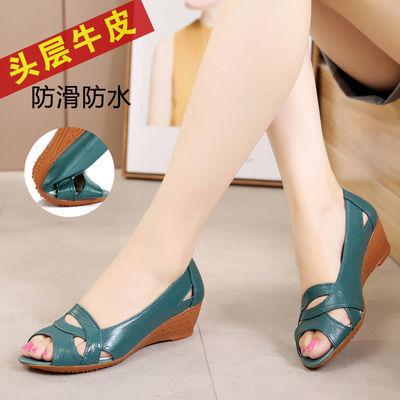 夏季中年女士皮凉鞋真皮软底坡跟中年女式凉鞋防滑平底鱼嘴妈妈鞋