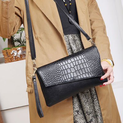 真皮手拿包女包时尚真皮单肩包2020新款石头纹手包斜挎包小包包