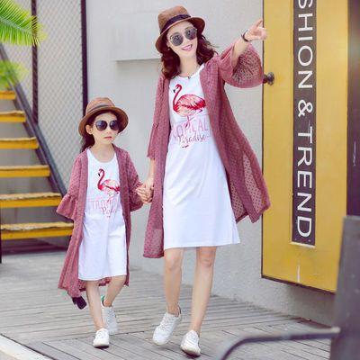 抖音亲子装夏装2019新款母女装连衣裙洋气女童裙子防晒衫两件套