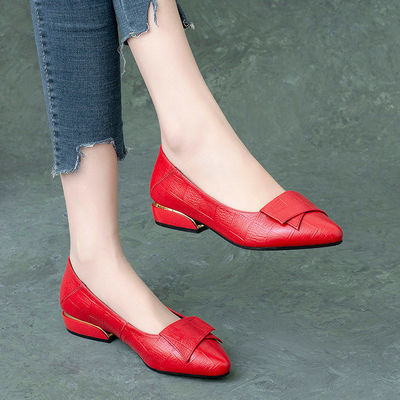 单鞋女浅口软皮2020春秋季新款百搭平底低跟尖头休闲女鞋妈妈皮鞋