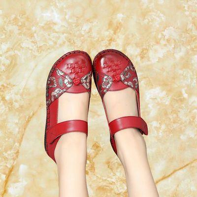 真皮妈妈鞋平底防滑牛筋软底婆婆结婚鞋红色平跟单皮鞋民族风女鞋