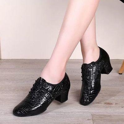 真皮石头纹拉丁舞鞋女成人广场舞蹈鞋软底中跟交谊舞鞋水兵舞外穿
