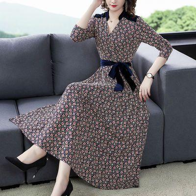 大码连衣裙秋装新款气质V领修身显瘦收腰七分袖A字碎花针织长裙女