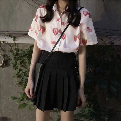 chic韩国夏季宽松复古小翻领可爱草莓图案百搭休闲减龄衬衣开衫女