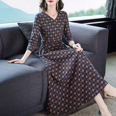 大码连衣裙秋装新款气质减龄显瘦V领七分袖修身印花针织连衣裙