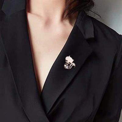 胸针高档女衣服气质扣针配饰百搭固定胸花别针防走光扣水钻丝巾扣