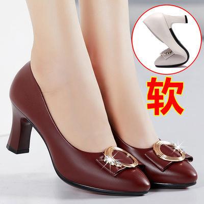 妈妈单鞋粗跟2020秋季新款中年百搭女中高跟红色真皮软底工作皮鞋