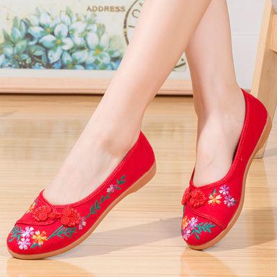 老北京布鞋秋季新款民族风绣花鞋女平底圆头红色汉服鞋妈妈舞蹈鞋