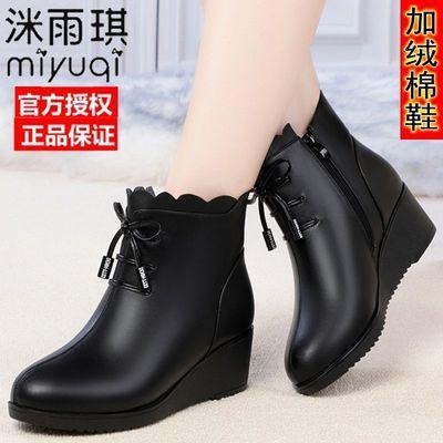 妈妈棉鞋女冬季加绒坡跟软皮软底外穿中老年人保暖马丁靴子皮鞋女