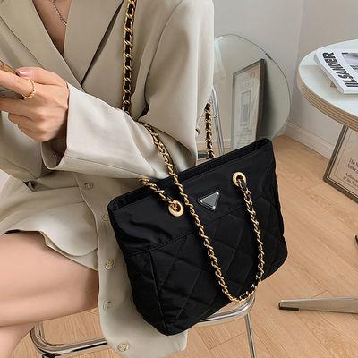 2020新款韩版大容量尼龙防水布料单肩包菱格子链条包黑色斜跨女包