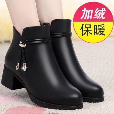 妈妈鞋子2020新款短靴秋冬季加绒保暖女鞋中年真皮粗跟中老年皮鞋