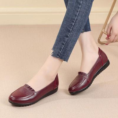 单鞋2020新款皮鞋舒适防滑软底真皮浅口平底坡跟妈妈鞋休闲工作鞋