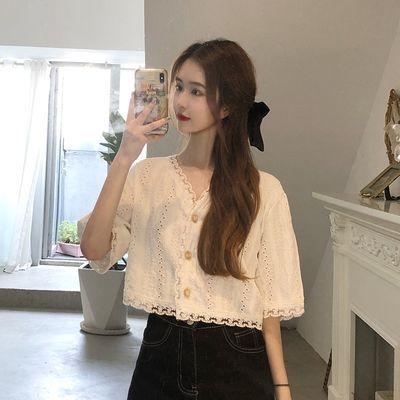 21094/2021夏季新款温柔气质短款很仙的上衣潮甜美V领白色短袖蕾丝上衣
