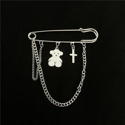60347/小熊胸针个性西装气质开衫别针合金链条可爱胸花摆件简约百搭配饰
