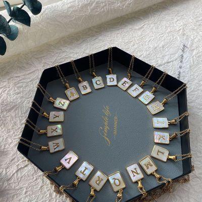 74105/2021新款潮钛钢镀18K方牌贝壳26个字母项链女简约气质长款锁骨链
