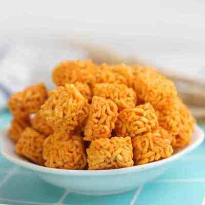 拉面丸子干脆面方便面干吃小零食网红休闲食品独立包小吃虾仔面