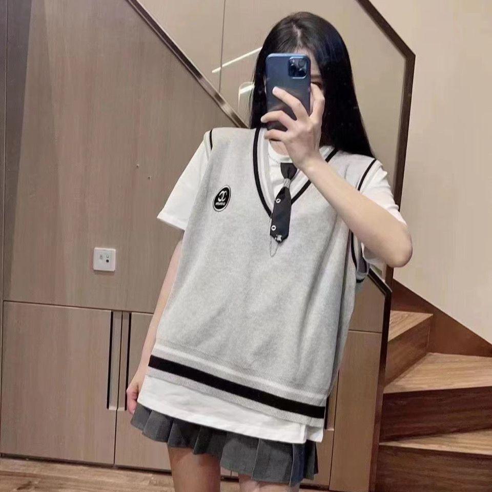 【学院风】领结T恤+小香背心+百褶裙