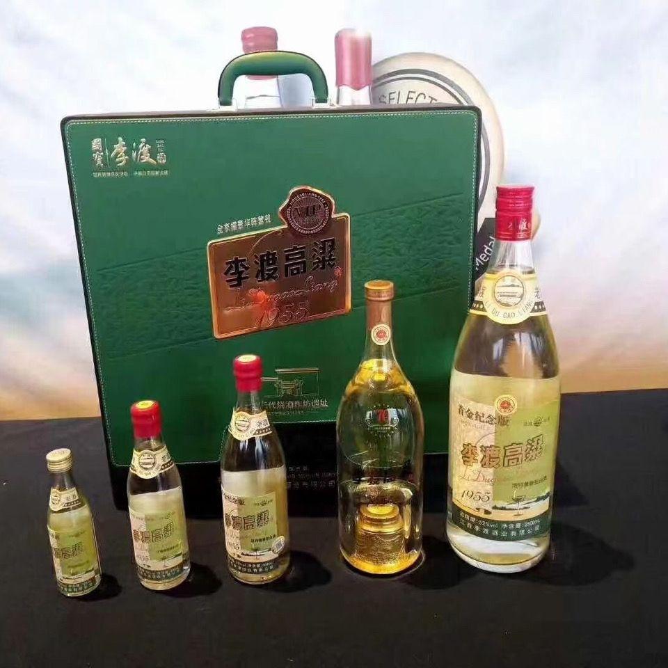 李渡高粱白酒1955VIP版大家庭豪华大礼包收藏拖拉机包括各种规格