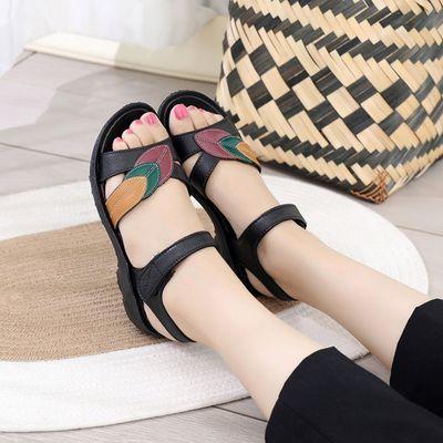 2021年新款妈妈凉鞋外穿中跟坡跟柔软舒适中老年凉鞋《偏小一码》