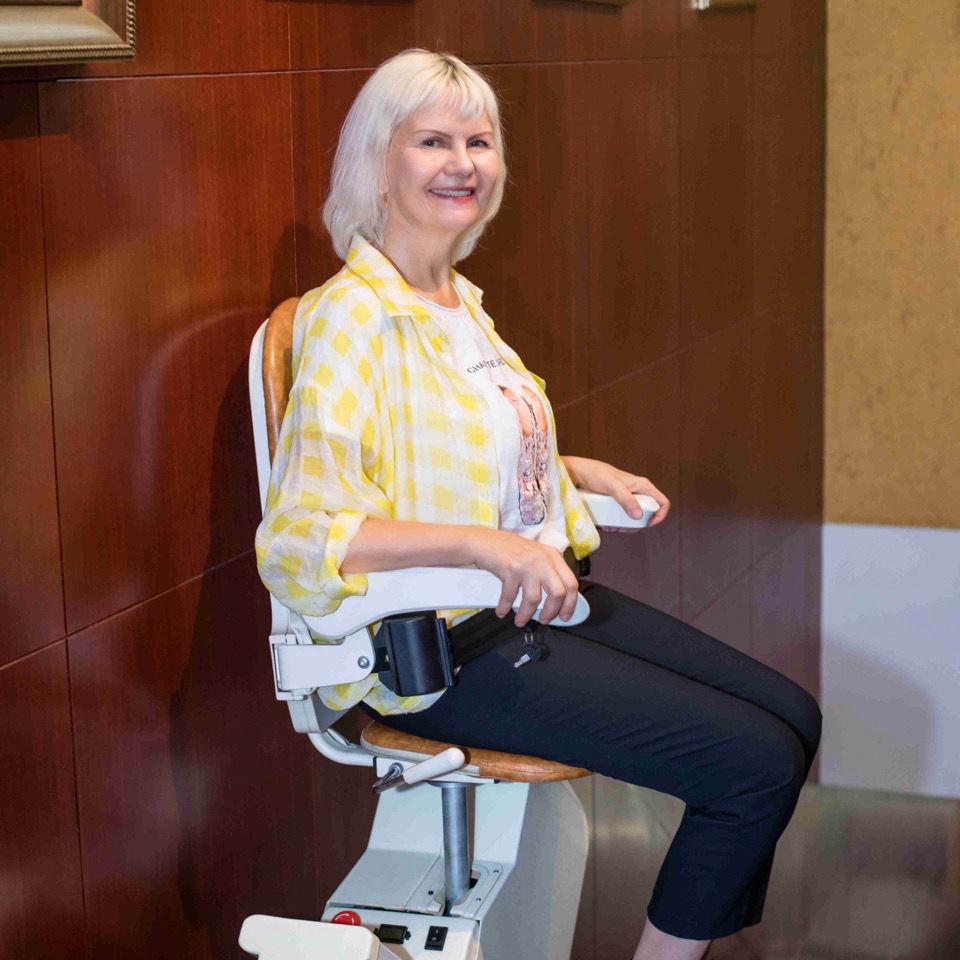 直线型座椅电梯楼梯升降椅 爬楼机座椅楼道老人楼道电梯