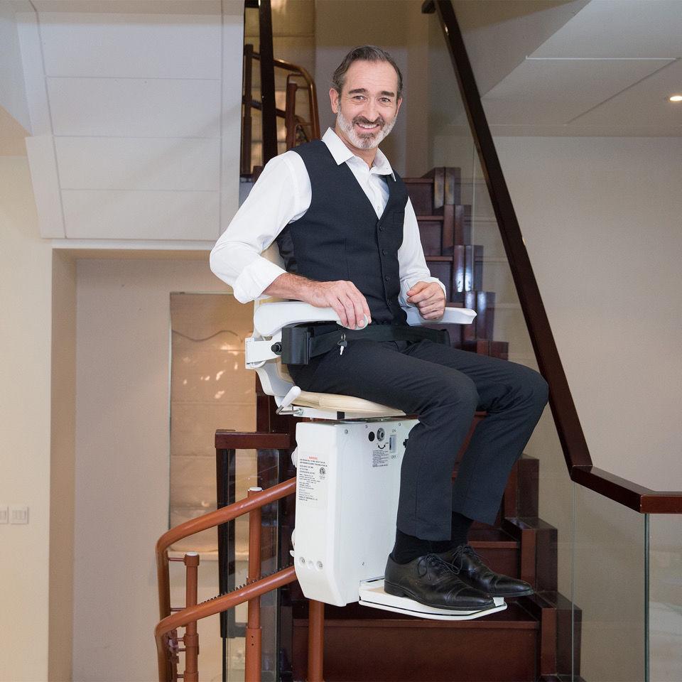 座椅电梯楼梯升降椅无障碍楼道轨道机家用老人代步上楼机电动爬楼