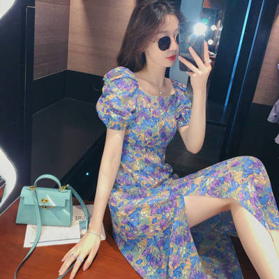 35918/紫色泡泡袖连衣裙女装2021夏季下摆开叉洋气碎花裙收腰中长款裙子