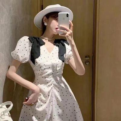 2021年女装夏季新款清新减龄蝴蝶结V领波点连衣裙修身泡泡袖短裙