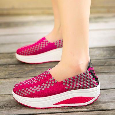 摇摇鞋轻便舒适,防滑耐磨,适合各个年纪的人穿,简约时尚,无论裙子或者裤子都很好搭配,是跳舞走路久站必备的好鞋子!