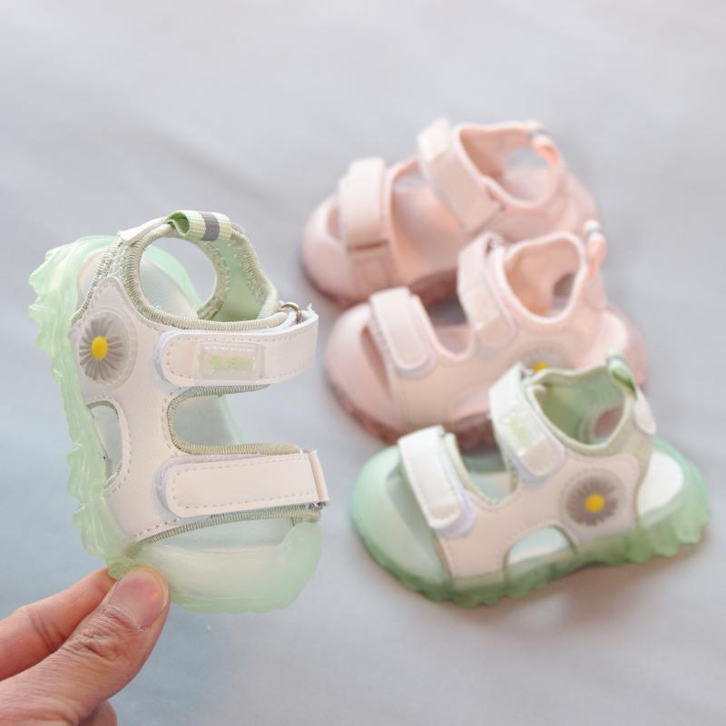 小宝宝凉鞋女0-1岁夏季包头新款公主鞋防滑软底沙滩鞋婴儿学步鞋2
